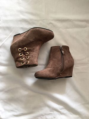 Boots for girls size 9 for Sale in Downey, CA