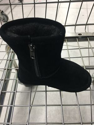 "Winter ❄️ boots 👢 girl size ""8"" for Sale in Fort Lee, NJ"