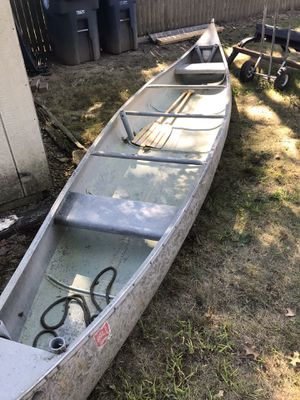 17 foot aluminum canoe good condition for Sale in Akron, OH