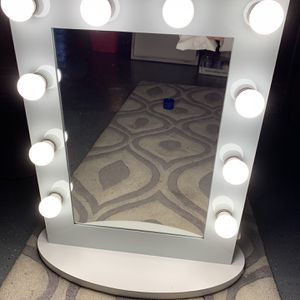 Hollywood Makeup Mirror - Large Vanity Style , Like New Condition for Sale in Warren, NJ