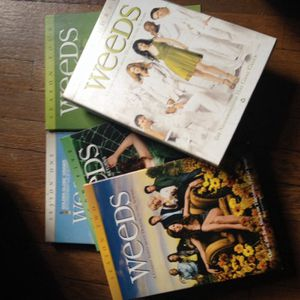 Weeds DVD seasons 1-5 for Sale in Detroit, MI