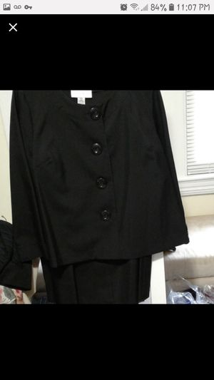 Size 22W 2 piece ladies set big button top with matching skirt for Sale in Philadelphia, PA