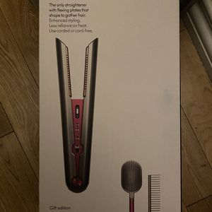 New Dyson Corale (Gift Edition) straightener for Sale in Los Angeles, CA