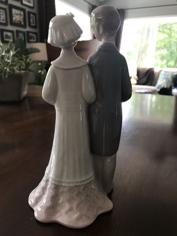 Lladro bride and groom figurine