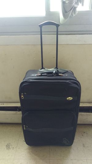 American Tourister black wheel luggage for Sale in Cleveland, OH