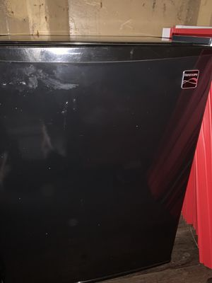 2.4 cu. ft. Compact Refrigerator for Sale in Fenelton, PA