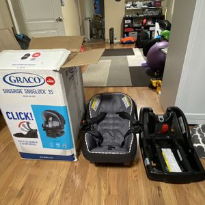 Graco Baby Carseat With extra Graco Carseat Base and free Ergo Baby Carrier for Sale in Tacoma, WA