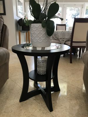 Brown side table for Sale in Calabasas, CA