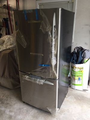 Selling a GE Profile™ ENERGY STAR® refrigerator for Sale in Providence, RI