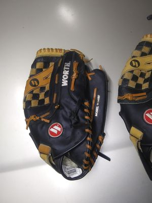 Worth baseball /softball throwers gloves for Sale in Albuquerque, NM