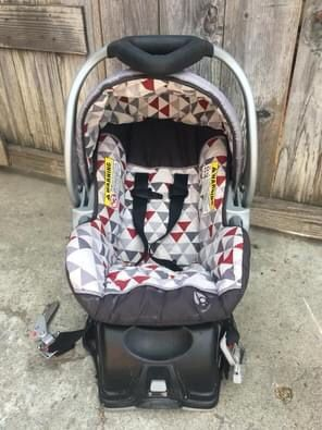 Car seat with base for Sale in San Jose, CA