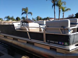 2002 Sun Tracker, fishing barge, 21', 90hp Mercury outboard for Sale in Perris, CA