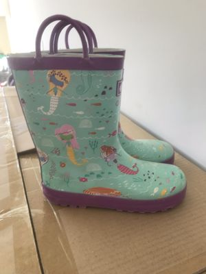 Rain boots size 1Y for Sale in Willow Spring, NC