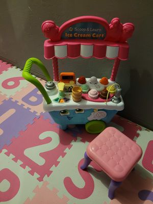 ICE CREAM CART AND A BABY CHAIR for Sale in Miami, FL