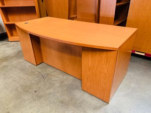 Executive Knoll Desk (40 Available) for Sale in Hawaiian Gardens, CA