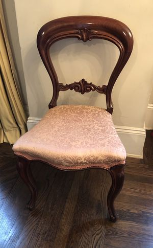 Beautiful Hollow Back Balloon Back Wooden Antique, Carved Side Dining Room Chair for Sale in Brooklyn, NY