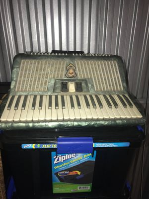 Scandalli Italia accordion in good condition for Sale in Hialeah, FL