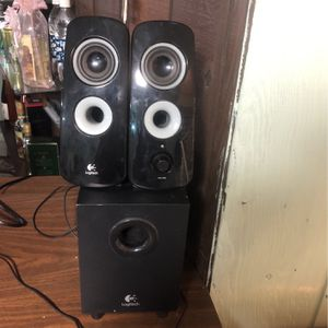 Logitech Auxiliar Speakers with Subwoofer for Sale in Chicago, IL