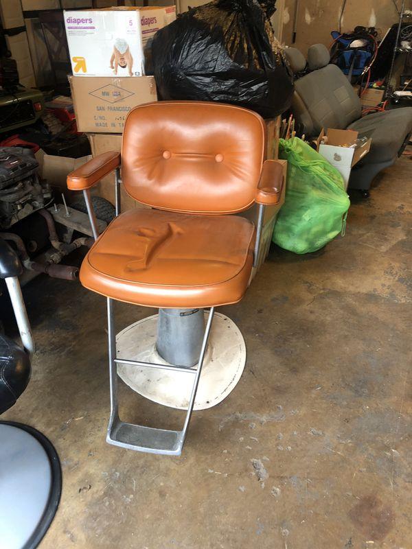 Brown barber chair / salon chair