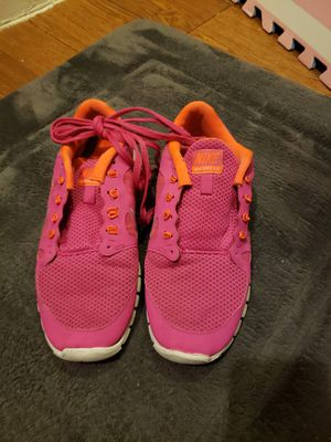 WOMEN NIKE RUNNING SHOES for Sale in Dallas, TX