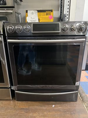 """SAMSUNG OPEN BOX 30""""in BLACK STAINLESS STEEL OPEN BOX RANGE for Sale in Chino, CA"""