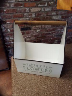 Metal fresh cut flower caddy for Sale in Medford, OR