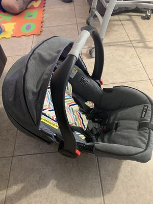 GRACO CLICK N CONNECT BABY CAR SEAT. for Sale in Miami, FL