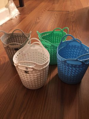 8 small plastic organizing cups for Sale in Apex, NC