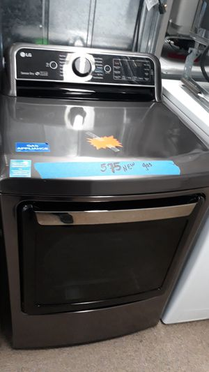 Regular gas dryer brand new scratch and dent for Sale in Laurel, MD