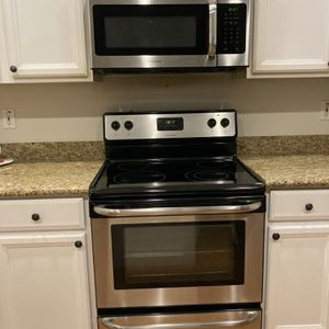 Electric Frigidaire Range/Stove & Microwave for Sale in Scottsdale, AZ