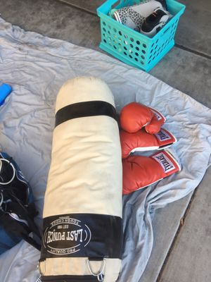 Punching bag with gloves for Sale in Mesa, AZ