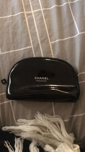 Chanel cosmetic zippered bag black & white for Sale in Riverside, CA