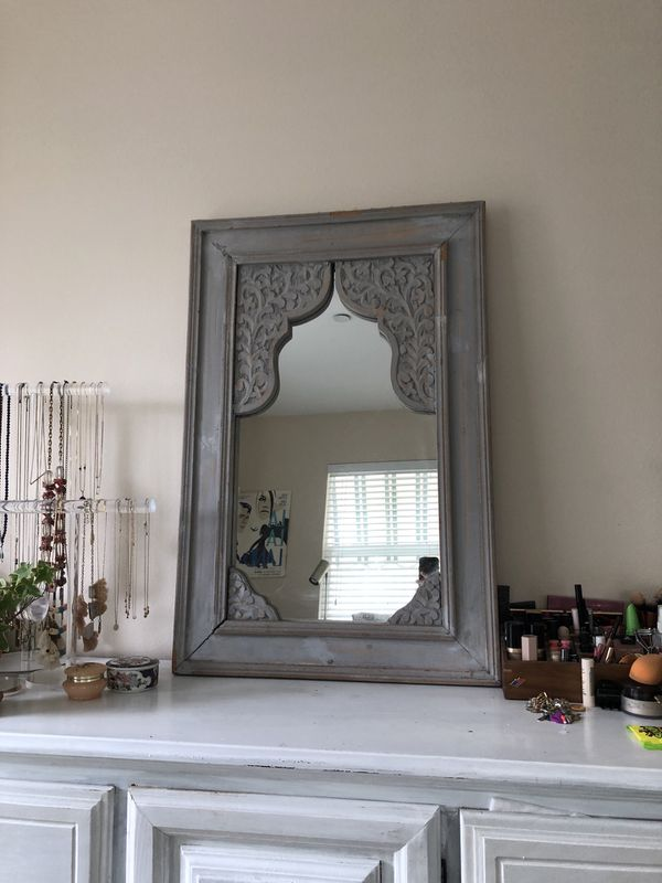Wall/vanity mirror