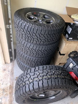 Falken wildpeak AT3 new Jeep JL rubicon wheels and tires for Sale in Pembroke Pines, FL