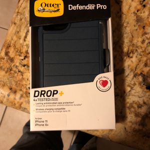 Otter. Defender Poe For An Iphone11 Or Xr for Sale in Downey, CA