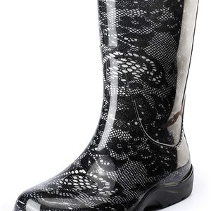 Woman's size 7 rain boots NEW for Sale in Naugatuck, CT
