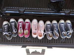 5 pair Women converse size 9 for Sale in Fresno, CA