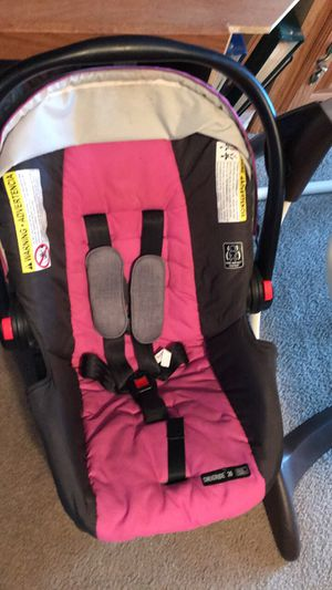 Graco baby girl car seat asking $30 for Sale in Lafayette, LA