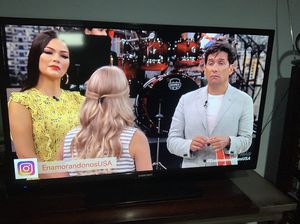 40 inch element tv with remote for Sale in Chicago, IL