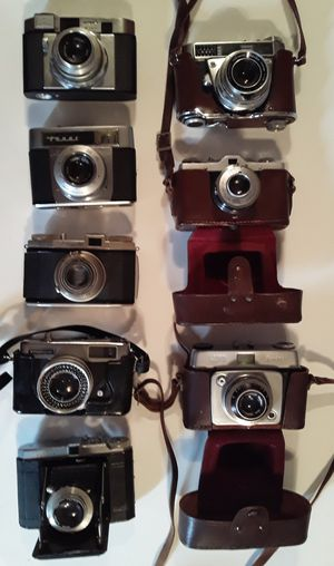 (8) Vintage & Antique Cameras For PARTS OR REPAIR or DISPLAY for Sale in Pembroke Park, FL