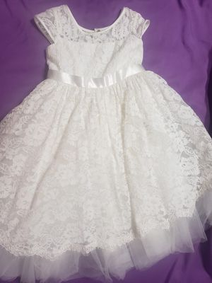 David's Bridal flower girl dress Sz 4 for Sale in Fontana, CA
