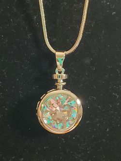 Superb Crystal Silver Tone Fashion Necklace for Sale in Wenatchee,  WA