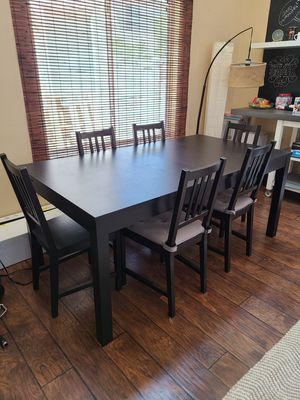 Extendable Table with 6 chairs for Sale in Las Vegas, NV