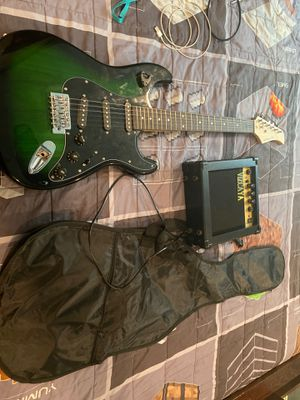 Squire guitar set for beginners for Sale in Garland, TX