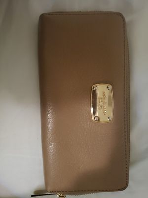 Michael kors wallet for Sale in Tigard, OR