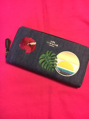 NWT COACH DENIM PATCHES ACCORDION ZIP WALLET BOX TISSUE AND STICKER for Sale in Miami, FL