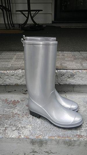 Women's size 7 new rain boots for Sale in Chesapeake, VA