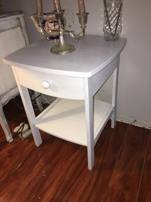 Small white end table for Sale in Clearwater, FL