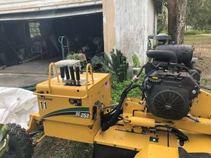 Extra $$ 2013 Cats S252 Stump grinder for Sale in Wesley Chapel, FL
