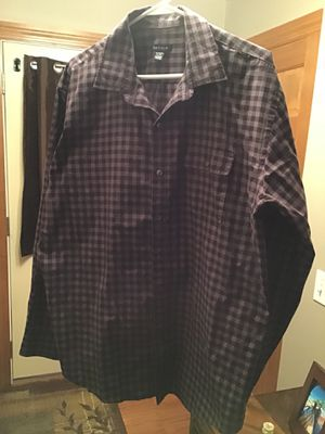 VanHeausen XL 17 1/2 burgundy/maroon & gray checkers for Sale in Greenville, WI